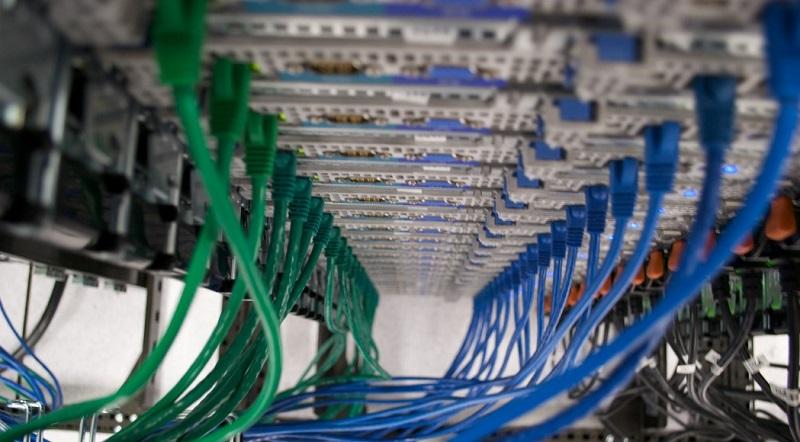 VPS hosting web stranica je u nekim stvarima sličan dijeljenom